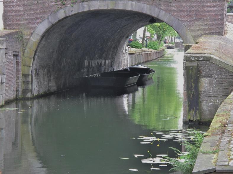 Onder de brug.